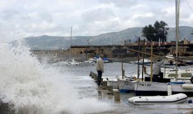 Un hombre muere en Mallorca por un golpe de mar a causa del temporal