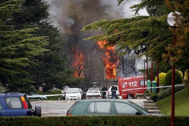 La explosión de un coche bomba de ETA en la Universidad de Navarra causa 29 heridos leves
