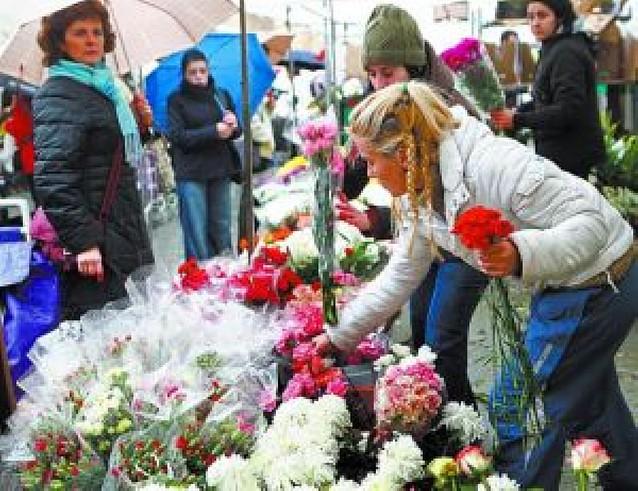 El centro de Estella, un mercado de flores