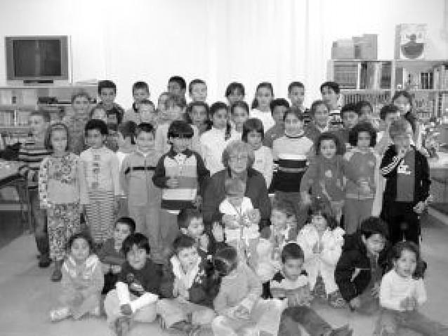 Homenaje a Teresa Macua en su adiós al colegio de Allo