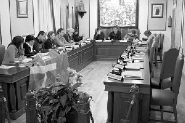 El alcalde de Villava ordena retirar todas las banderas salvo la ikurriña