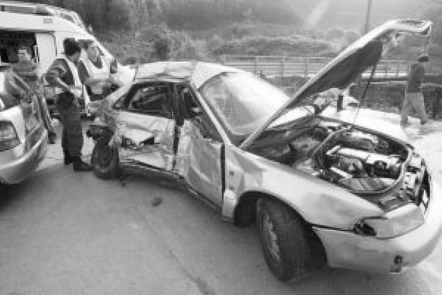 Mueren un hombre y sus dos hijos en accidente en Pontevedra