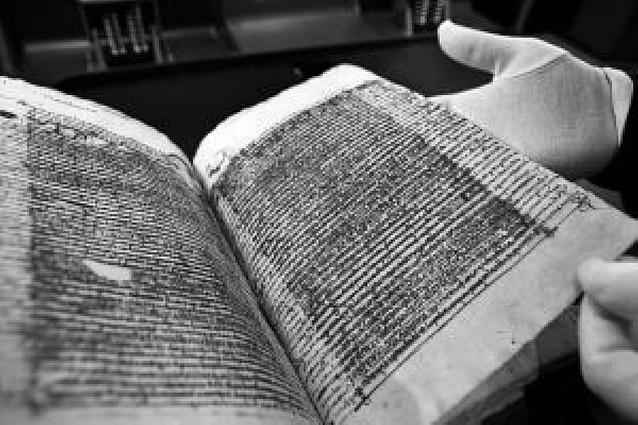 Estella digitaliza 88 documentos del medievo para garantizar su seguridad