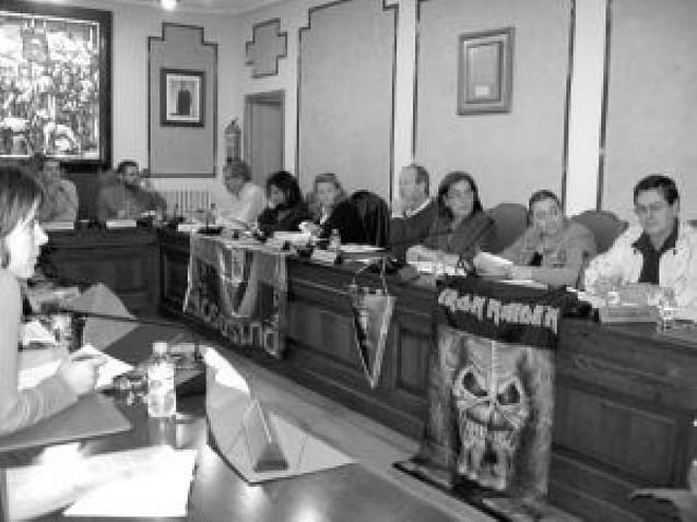 """UPN y PSN tildan al alcalde de Villava de """"cobarde"""" por dejar la ikurriña"""