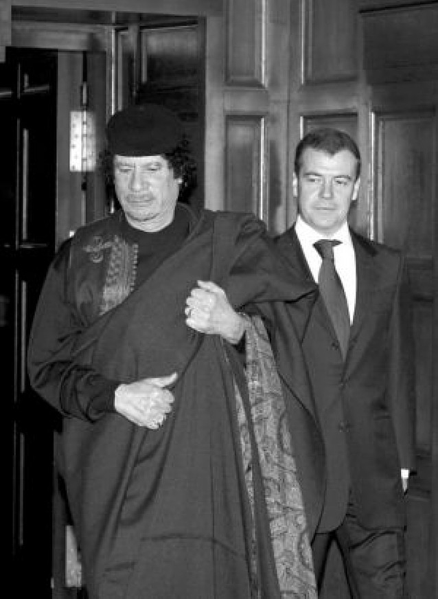 Gadafi viaja a Moscú para impulsar acuerdos de Defensa