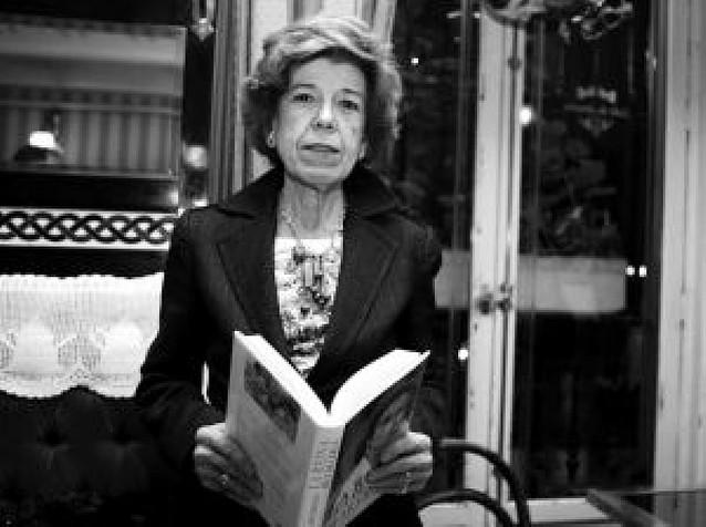 Urbano dice que la Reina corrigió su libro antes de su publicación