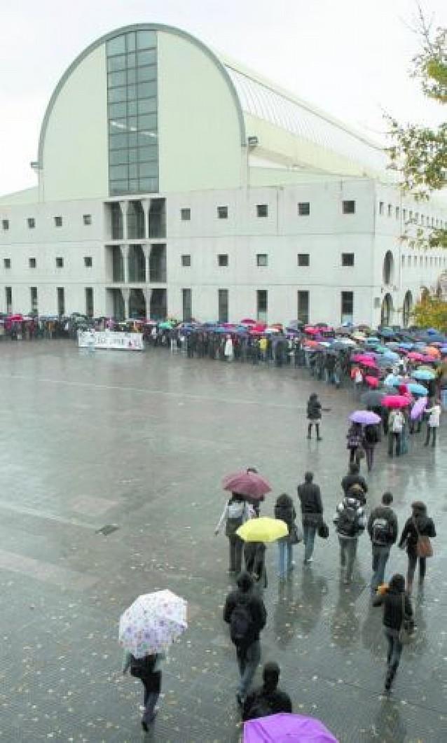 Miles de silencios bajo la lluvia contra ETA y su barbarie