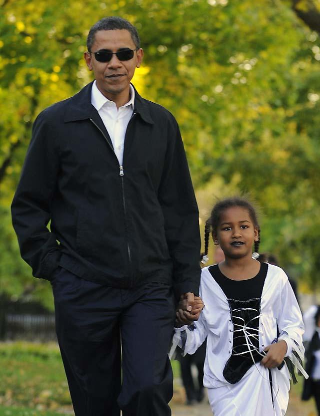 Obama se enfada con un grupo de periodistas por intentar fotografiarle en Halloween