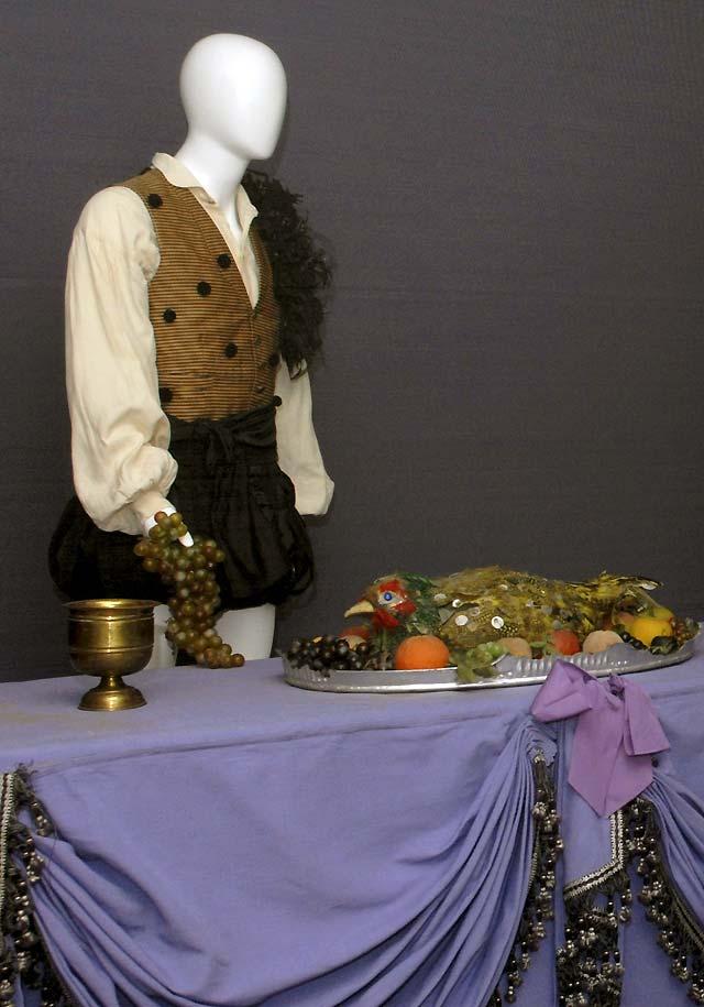 Exhiben por primera vez trajes diseñados por Dalí para un montaje de Don Juan