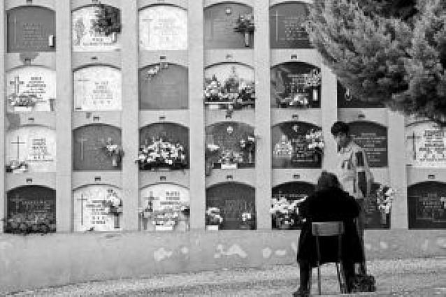 El buen tiempo propició las visitas al cementerio