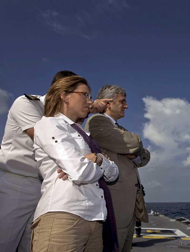 Los ministros de Defensa de España y Francia firman un acuerdo contra la piratería en el Índico