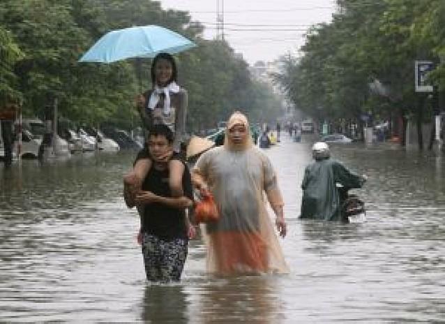 Las inundaciones dejan en Vietnam medio centenar de fallecidos