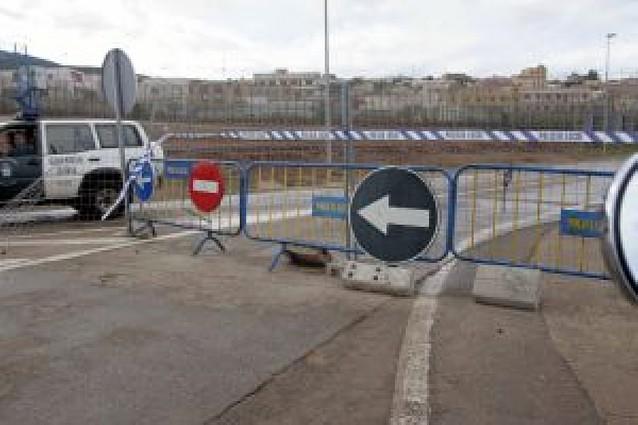 Tres guardias civiles heridos en un asalto a la valla de Melilla