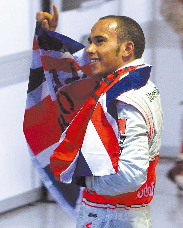 Hamilton, campeón en la curva final