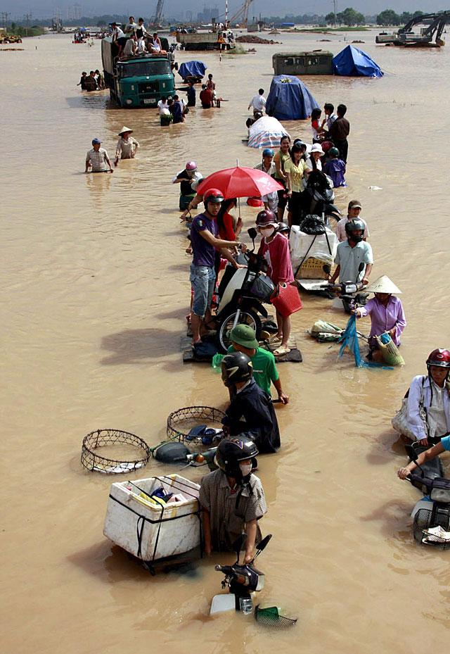Al menos 65 muertos después de varios días de intensas lluvias en Vietnam
