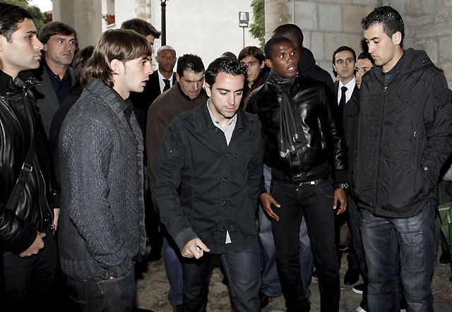 La plantilla del Barça, al completo en el funeral del padre de Unzué