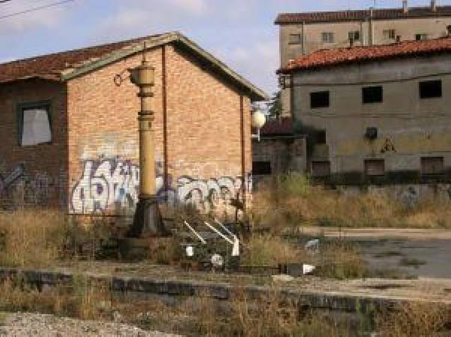 Roban la aguada original de la estación de tren de Pamplona, de 3 toneladas de peso