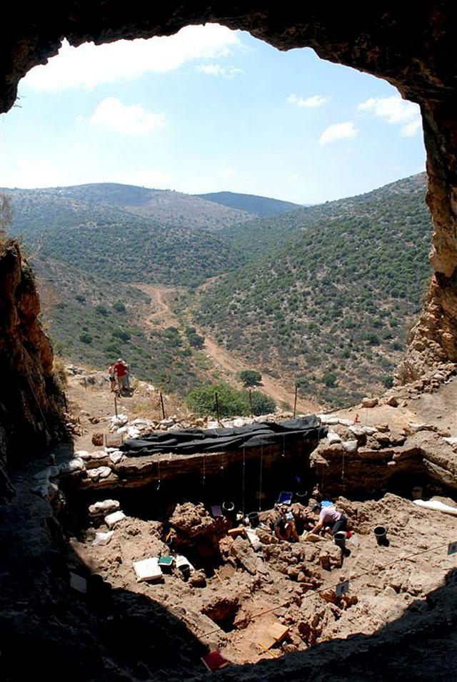 Descubierta en Israel la tumba de una chamán con restos de animales de 12.000 años