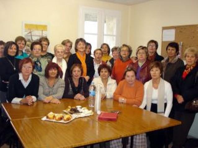 Las 194 integrantes de la asociación cultural Amanecer estrenan sede