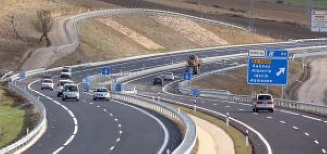 La Autovía a Jaca ya suma 21 km tras la apertura del tramo Monreal-Lecáun