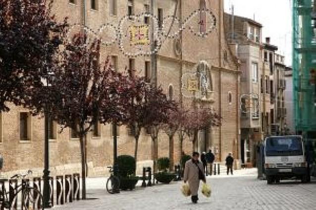 Primeros adornos de Navidad en las calles de Tudela