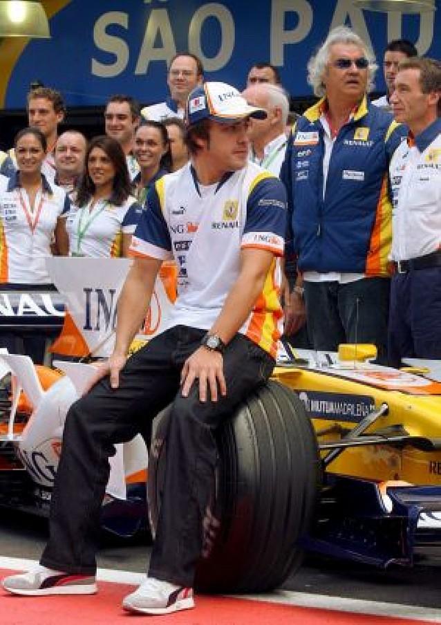Fernando Alonso renueva dos años por Renault