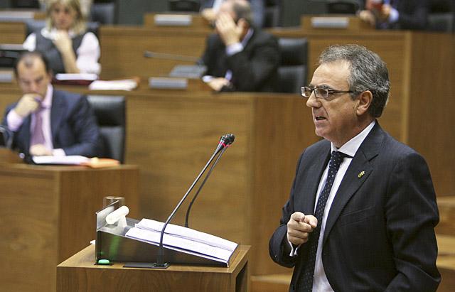 """Sanz, dispuesto a estudiar """"mañana mismo"""" las propuestas del PSN contra la crisis"""