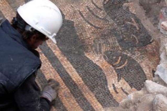 Hallado otro fragmento del mosaico romano de las termas de Curia en Pamplona