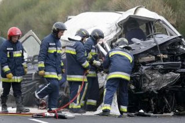 Seis trabajadores portugueses fallecen en una colisión frontal en Palencia