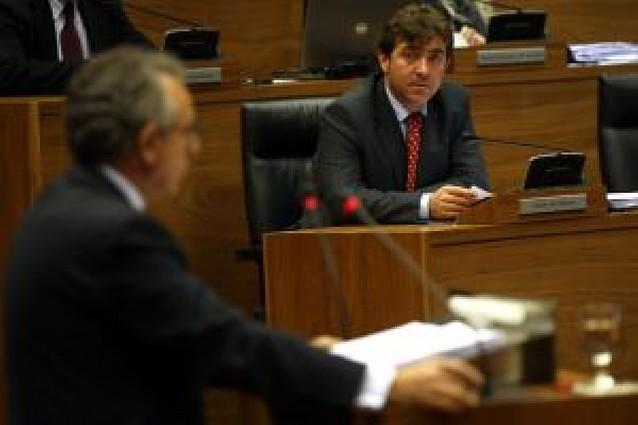 """Jiménez propone a Sanz pactar un decálogo de medidas """"para avanzar hacia el progreso"""""""