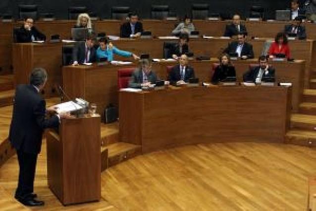 Sanz dice que la prioridad de su gobierno es el empleo y que se controlarán los ERE