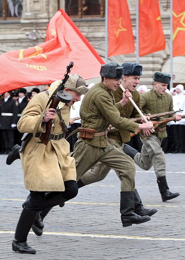 Conmemoran en la plaza Roja de Moscú la histórica parada militar de 1941