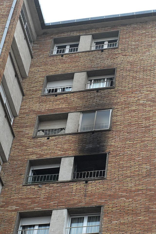 Una anciana de 96 años y su hijo de 60 mueren al incendiarse su piso en Manresa