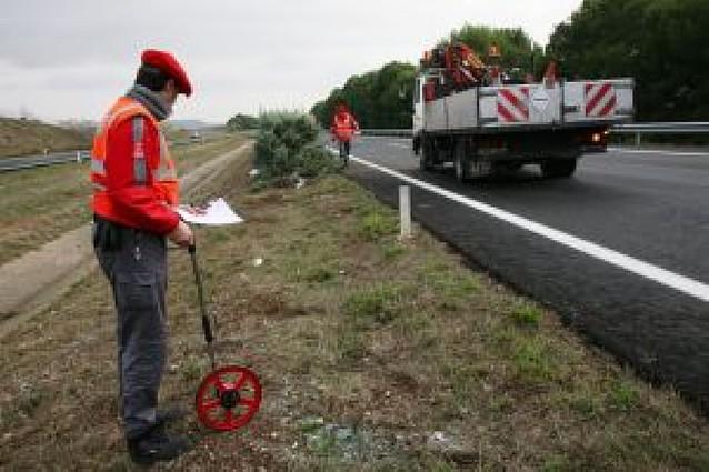 Fallece al salirse su todoterreno de la autopista AP-15 en Villafranca