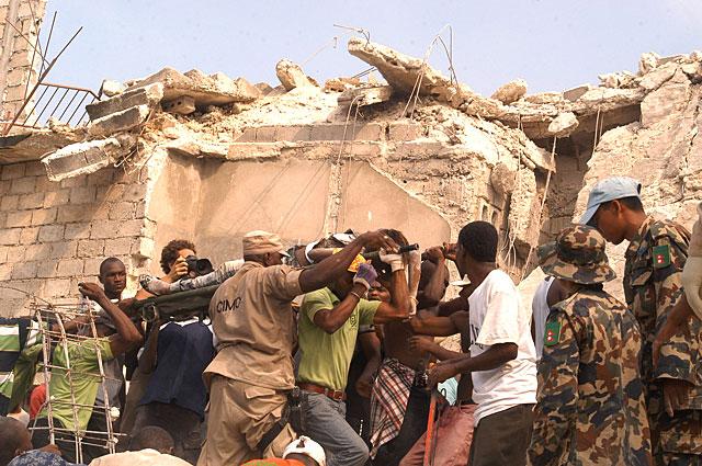 Se eleva a 82 el número de muertos en el colegio derrumbado en Haití