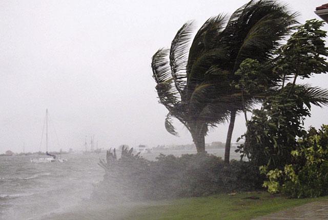 """El huracán """"Paloma"""" alcanza la categoría 4"""