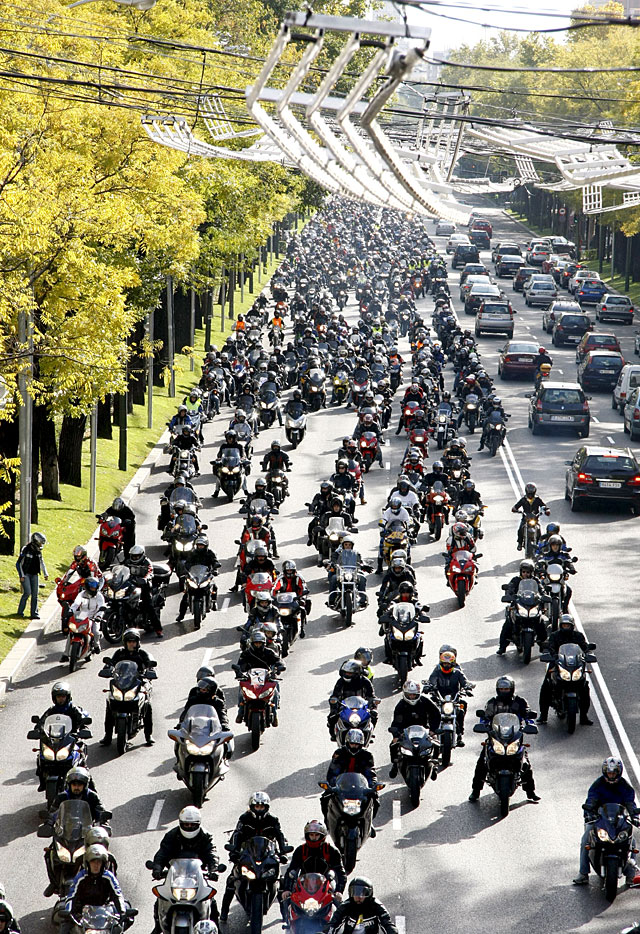 10.000 motoristas reclaman en Madrid más medidas de seguridad y menos impuestos