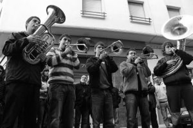 El encuentro anual de las charangas reunió ayer en Tafalla a 115 músicos