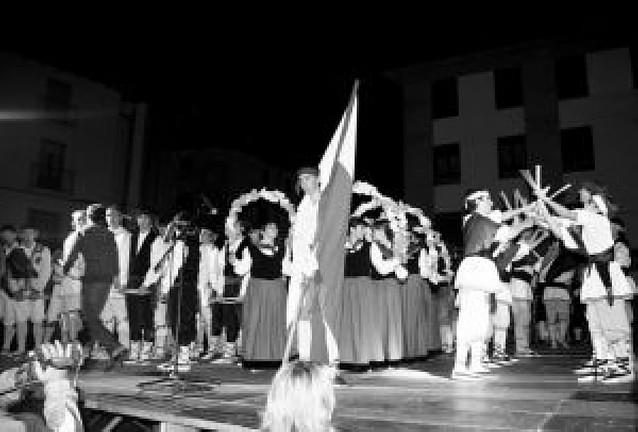Los paloteados riberos, unidos en Tudela