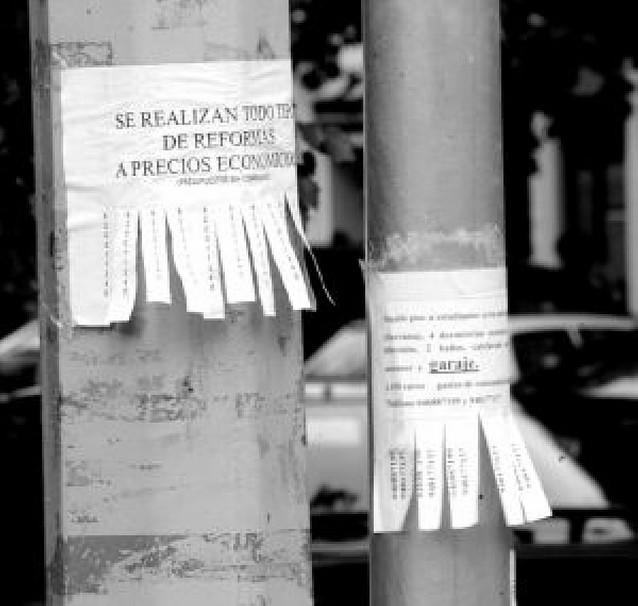 Las farolas, punto de encuentro entre ciudadanos en Pamplona