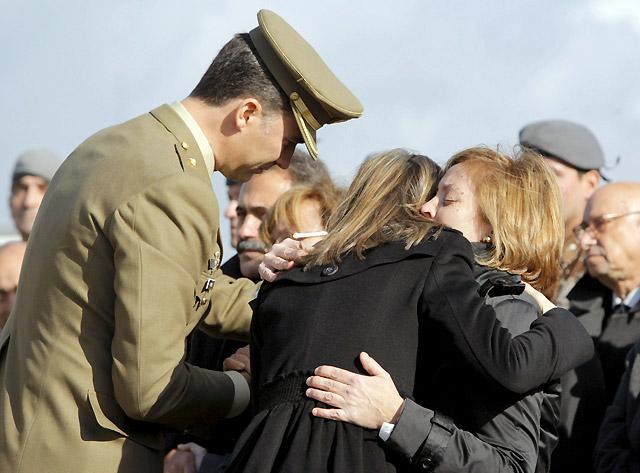 Los Príncipes, Zapatero y dirigentes políticos despiden a los soldados muertos en Afganistán