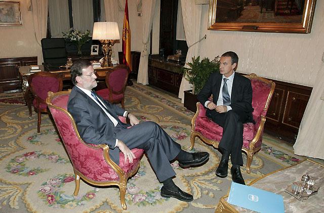 Zapatero asegura a Rajoy que mantendrá a España en el núcleo del proceso económico