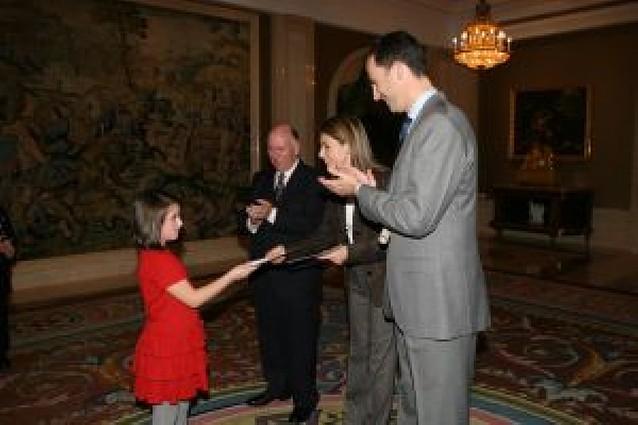 Una niña navarra expone al Príncipe su deseo de progreso