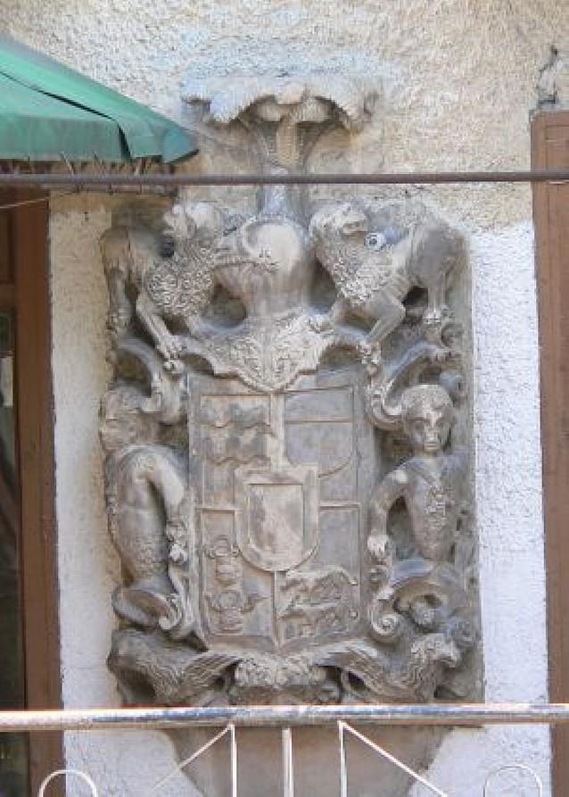 Denuncian la desaparición de un escudo en Estella