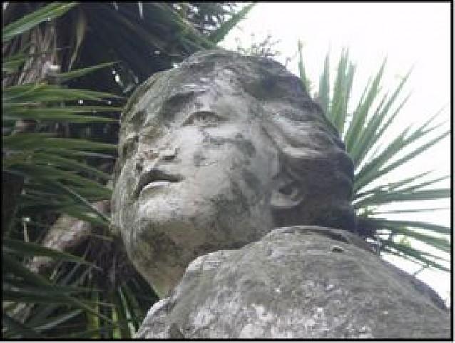 Pamplona restaura las esculturas del Paseo Sarasate y la Mariblanca