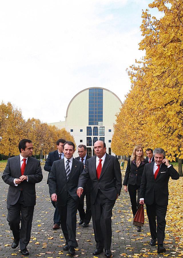 Botín insiste en la UPNA en la necesidad de no reducir la inversión en educación