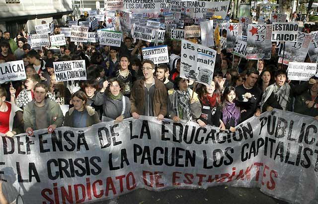 Cerca de 10.000 estudiantes salen a las calles de Madrid para rechazar el Plan Bolonia