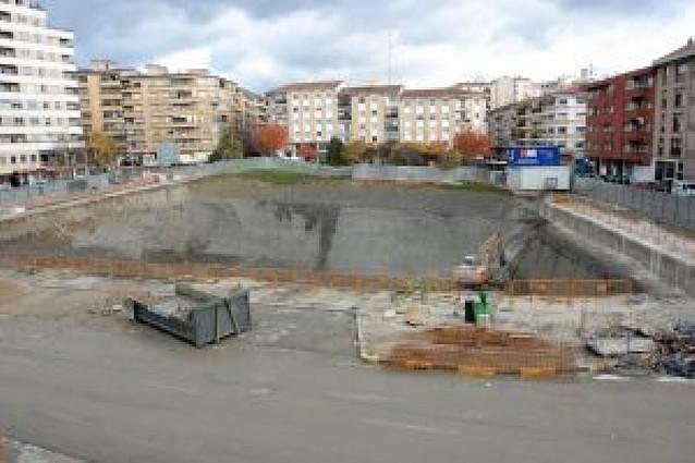El parking vecinal de la plaza Manuel Turrillas ya está excavado al 50%