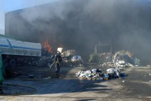Incendio en una nave del polígono industrial de Cintruénigo