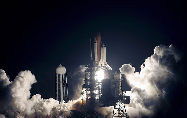 El Endeavour y sus siete tripulantes parten con éxito rumbo a la Estación Espacial Internacional